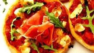 Pizza cu sunca si vinete