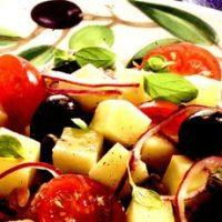 Salata de cartofi cu ansoa si masline