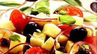 Salata cu masline, cartofi si gogosari