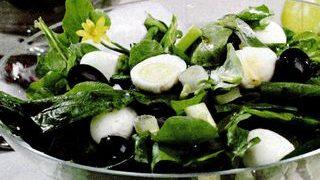 Salata de primavara cu oua de prepelita
