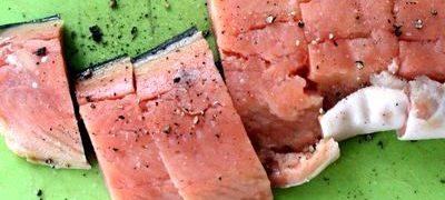 File de somon marinatcu coriandru