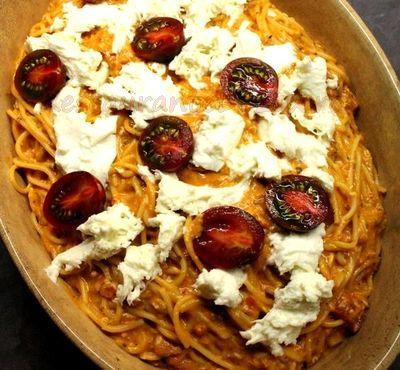 Spaghete_cu_sos_de_rosii_si_mozzarella_02