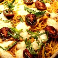 Mozzarella cu spaghete si sos de rosii