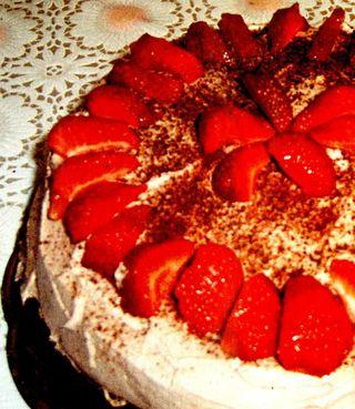 Tort cu capsune si migdale