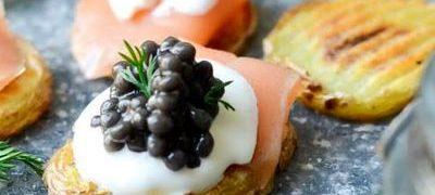 Aperitiv cu somon si caviar