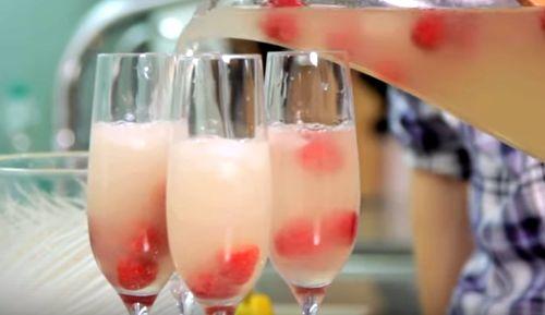 Cum se prepara Cocktail Beach Peach