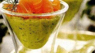 Pasta de avocado cu somon