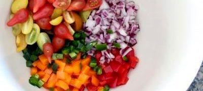 Salata de legume si fructe crude