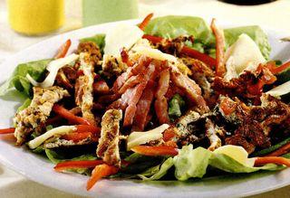 Salata taraneasca cu carnati