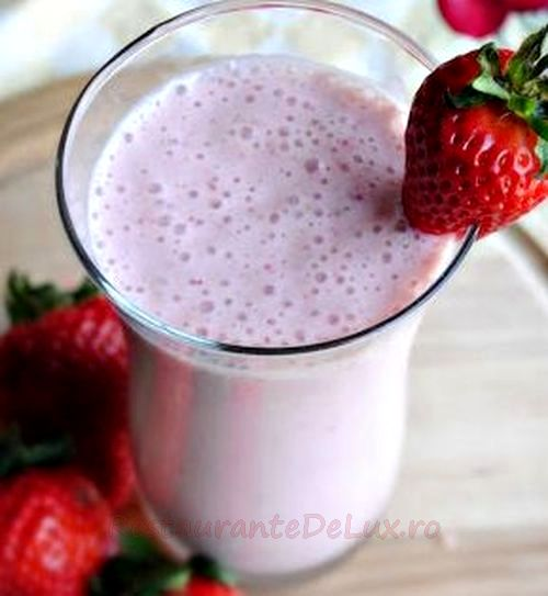 Smoothie din capsune tropicale