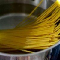 Spaghete cu carnati