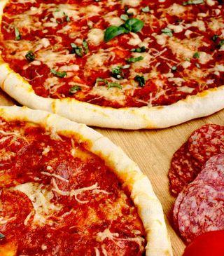 """Pizza """"in doi"""""""