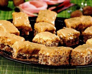 Prăjitură cu nuci şi mure