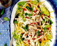 Salata cu pui si taitei de orez