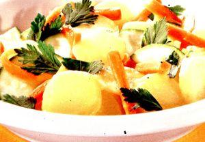 Salată cu ardei gras, ceapă verde şi parmezan