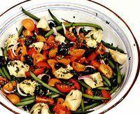 Salata de fasole verde, rosii si anghinare