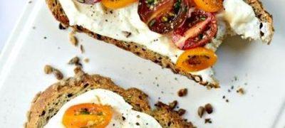Sandwich_cu_sos_de_branza_si_rosii_marinate_04