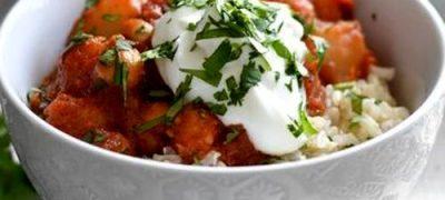 Năutul are şi alte denumiri - fasole garbanzo, mazăre turcească, fasole ceci şi kabuli chana, fiind un aliment îndrăgit în numeroase culturi, pentru textura sa crocantă şi pentru aroma de nucă. Năutul este folosit de aproximativ 10 000 de ani, ca ingredient în numeroase bucătării regionale. în regiunea mediteraneeană este un aliment de bază, din care se prepară numeroase mâncăruri reprezentative, precum hummus şi falafel. Micile boabe noduroase merg de minune cu lipiile indiene şi sunt folosite în numeroase mâncăruri vegetariene clasice din nordul Indiei, printre care se numără şi chana maşala, o tocăniţă săţioasă, din năut amestecat cu condimente şi ierburi aromate. Odată ce seminţele de chimion turcesc prăjite îşi răspândesc aroma în oală, iar ceapa tăiată începe să se rumenească, savoarea este garantată. Ghimbirul zdrobit, usturoiul si ardeii iuţi se amestecă cu roşiile tăiate în bucăţi potrivite, pentru a forma un sos bogat, aromat cu coriandru, curcuma şi garam maşala -amestecul de condimente rămâne la alegerea bucătarului. De îndată ce este gata, sosul este absorbit de boabele de năut. Se presară frunze proaspete de coriandru. Servită cu orez, chapati sau bhatura crocantă (pâine prăjită), chana maşala este o mâncare apetisantă.