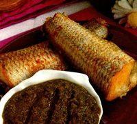 Cod în sos miso cu castraveţi şi salată de ceapă verde