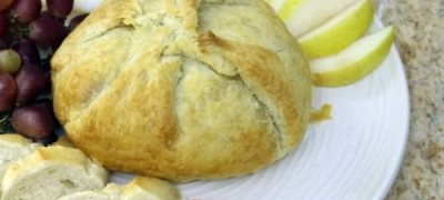 How to Make Baked Brie with Onions