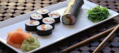 Sushi de somon cu wasabi