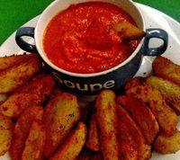 Patatas bravas cu sos de rosii