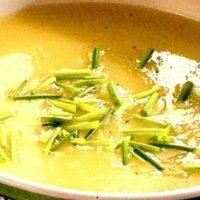 Supă de praz cu cartofi şi costiţă afumată