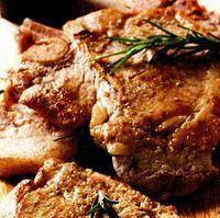 Cotlete de porc cu porumb şi roşii