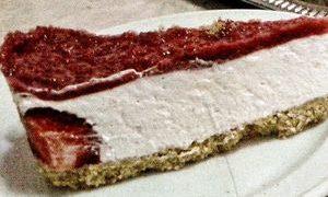 Desert_cheesecake_cu_capsuni