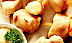 Cum se prepara crab cu sos de ardei iute si taitei de ou