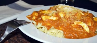 Tagliatelle de dovlecei cu sos de tomate