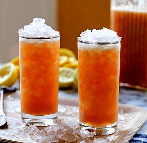 Limonada cu piersici si cardamom
