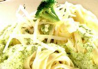 Tagliatelle cu sos de branza si broccoli