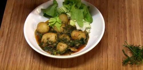 Mancare de cartofi cu prune uscate