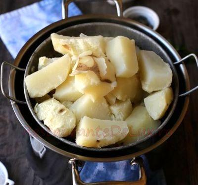 Piure de cartofi cu mazare si ciocanele