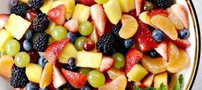 Salată de fructe cu ciocolata