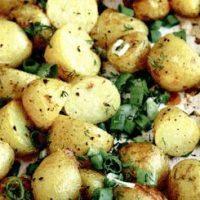 Cartofi razuiti la cuptor