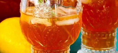 Terina de fructe rosii cu ceai