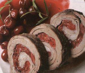 Ruladă de carne cu cabanos si ou