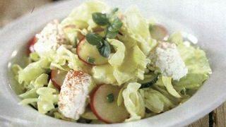Salata cu ceapa verde, dovlecei si mazare