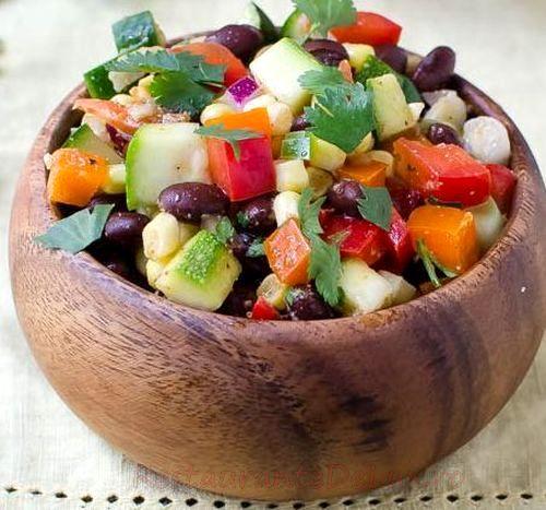 Fasole cu legume şi ardei iute