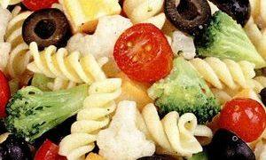 Salata de paste cu legume si branza