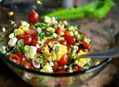 Salată de rosii, castraveţi si cartofi