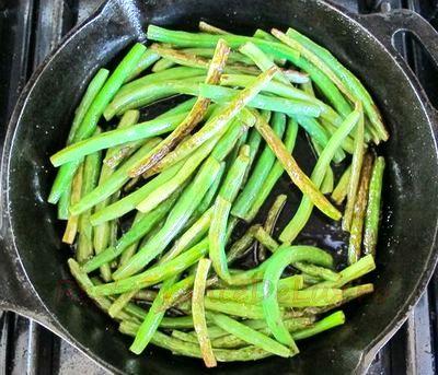 Fasole verde la wok cu ghimbir şi carne de porc