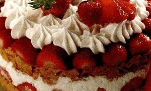 Tort de capsuni cu iaurt si mac