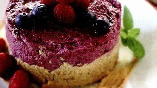 Tort raw-vegan cu fructe de padure