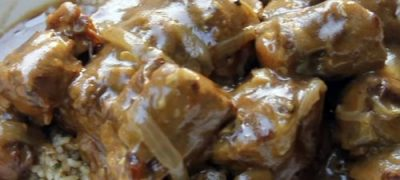 How to Make Southern Smothered Oxtails in the Slow Cooker