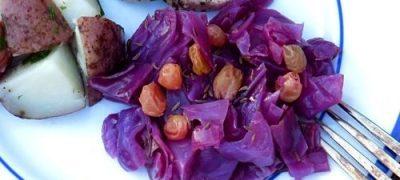 Mancare de varza rosie cu stafide