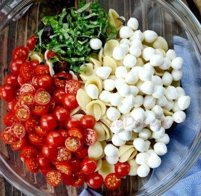 Salata_de_paste_cu_rosii_si_mozzarella_02