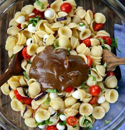 Salata_de_paste_cu_rosii_si_mozzarella_03